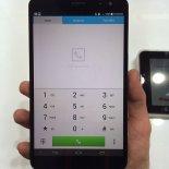 telefon w dłoni